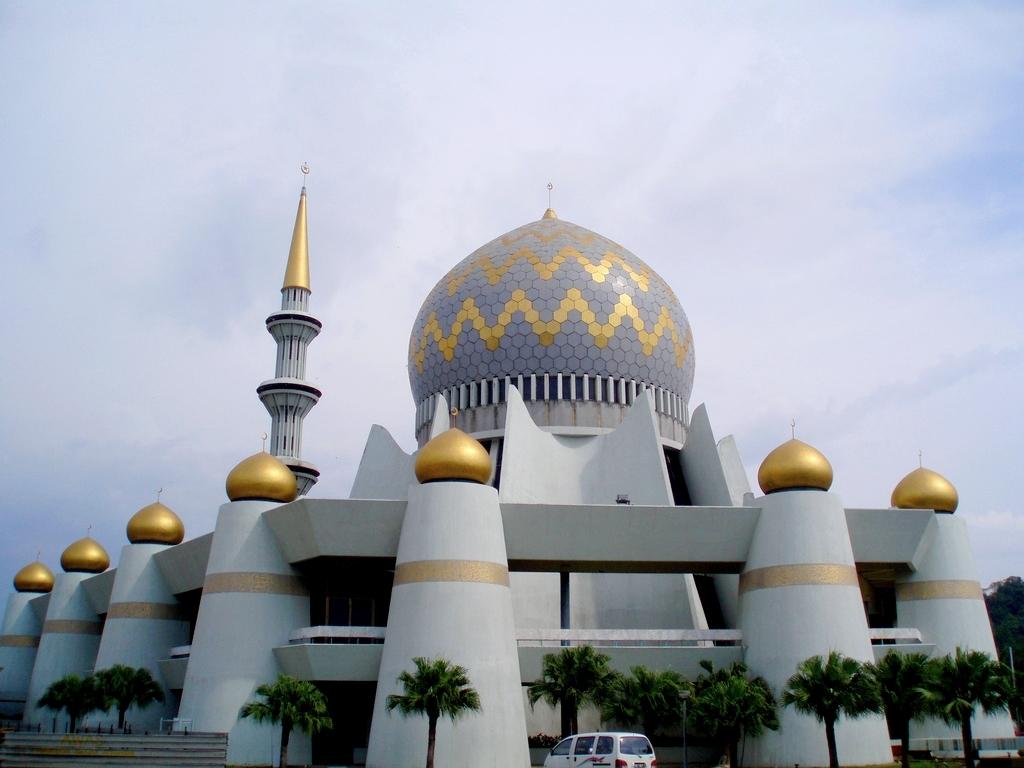 Государственная мечеть Сабах в городе Кота-Кинабалу, Малайзия.