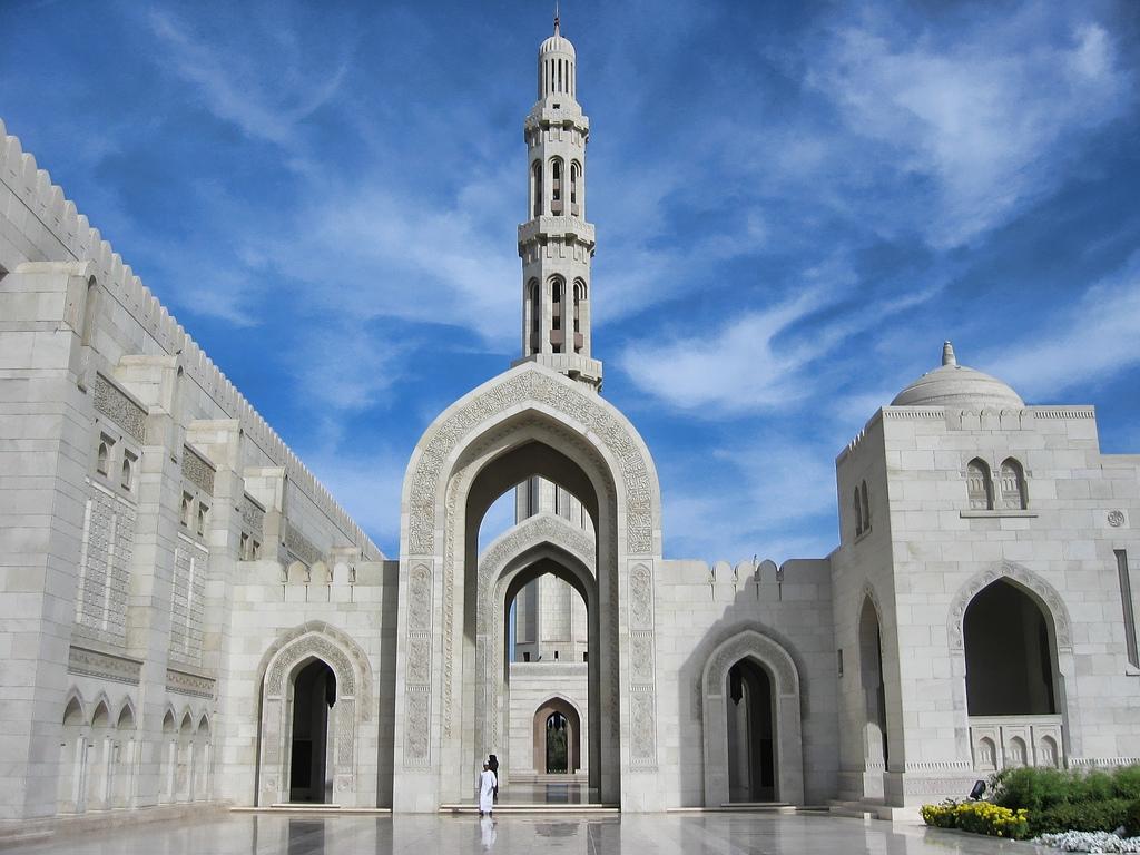Мечеть Султана Кабуса или Маскатская соборная мечеть - главная действующая мечеть Маската, Оман. фотографии мечетей, мечети мира, красивые мечети