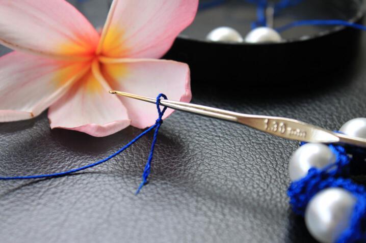 Вязать крючком браслет, вязание спицами схемы leafy lace и связать...
