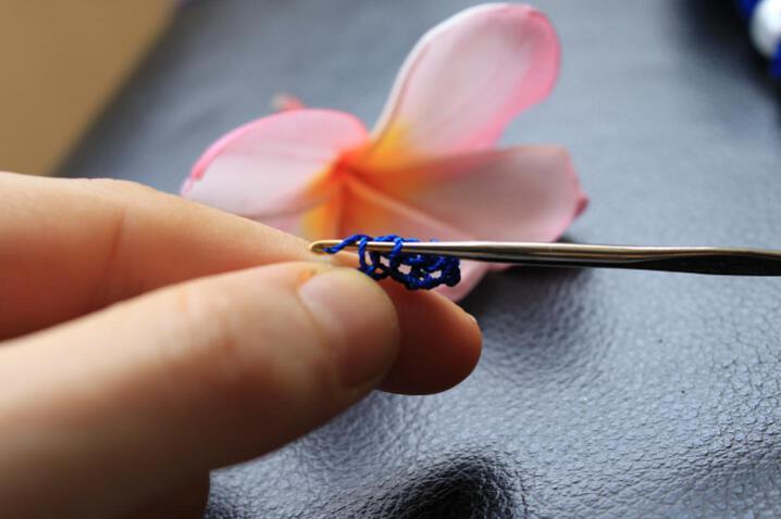вязаный браслет крючком. вязаные браслеты крючком схемы.