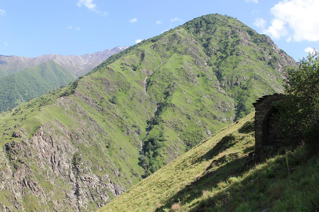 tourism-in-chechnya-itum-kale-mertvyi-gorod-36